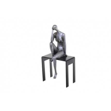 Sculpture, statuette de femme avec la main sur le visage
